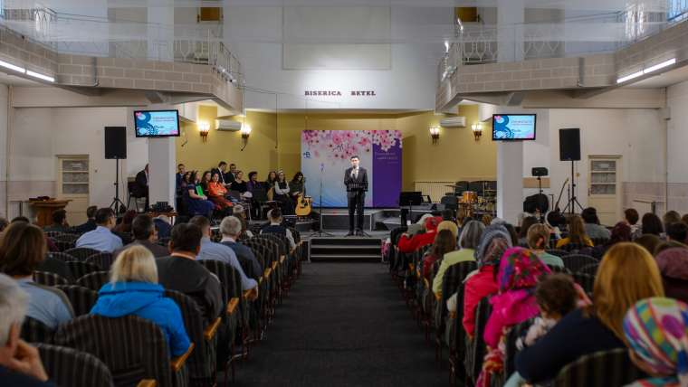Slujim Bisericii